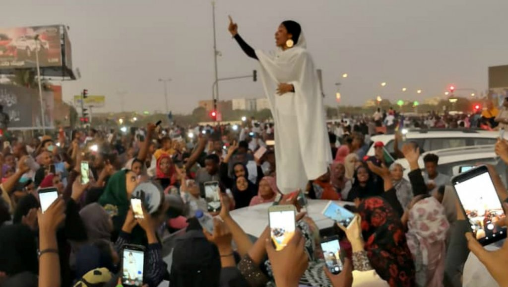 """Soudan, Algérie : """"un printemps arabe 2.0 ?"""""""
